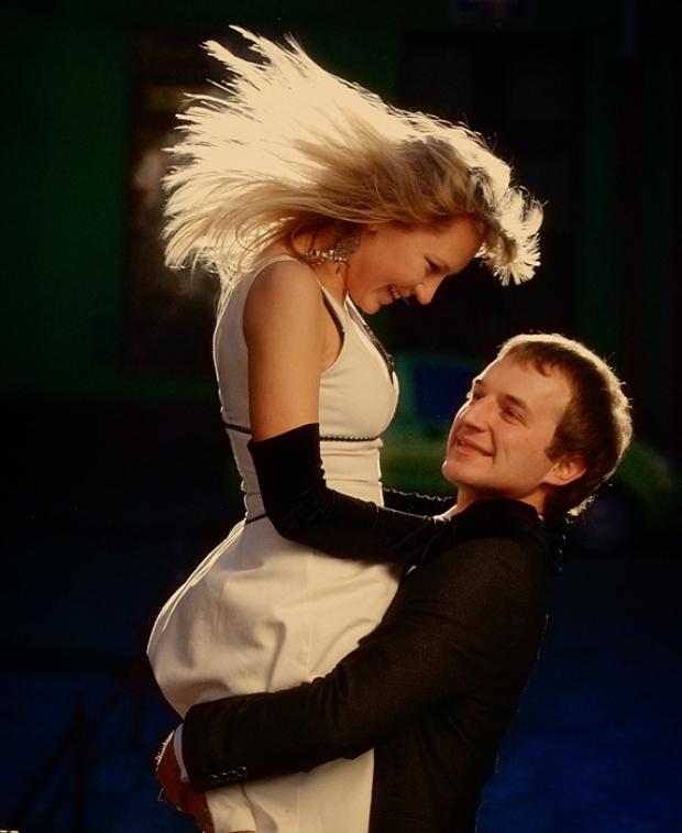 Любовь прекрасное чувство! Когда оно переполняет, понимаешь что это и есть настоящее счастье...