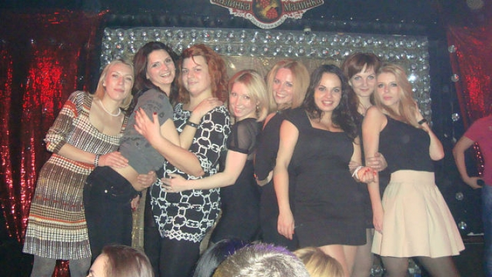 На вечеринке с любимым коллективом!