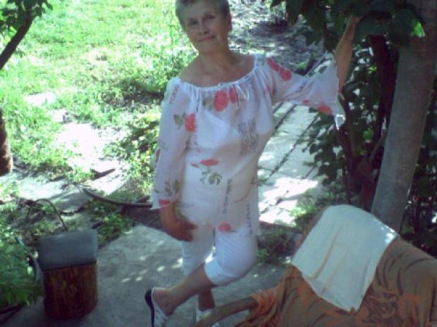 Лена Бессольцева, светлый образ, воплощенный Кристиной Орбакайте в блокбастере «Чучело», обрилась наголо, чтобы шокировать одноклассников. Золушка с помощью феи приобрела на