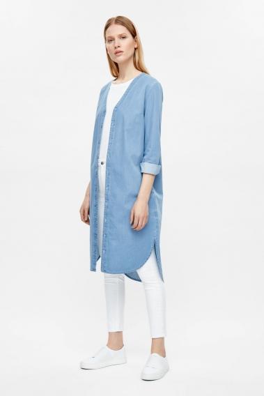 13327d5a1dc Объемные джинсовки и другие тренды  самые модные вещи из денима в подборке