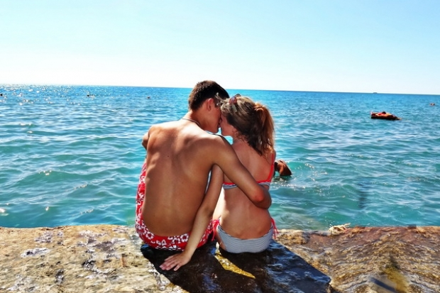 Из всего, что вечно, - самый короткий срок у любви.  Я.Л.Вишневский  Любовь - это просто случайность в жизни, но такая случайность возможна только для выокой души...