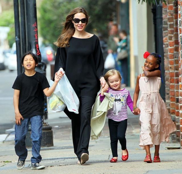 Анджелина Джоли готова отказаться от карьеры ради детей - фото №2