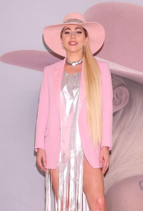 Леди Гага хорошеет день ото дня: поклонники заподозрили певицу в пластике (ФОТО+ВИДЕО) - фото №2