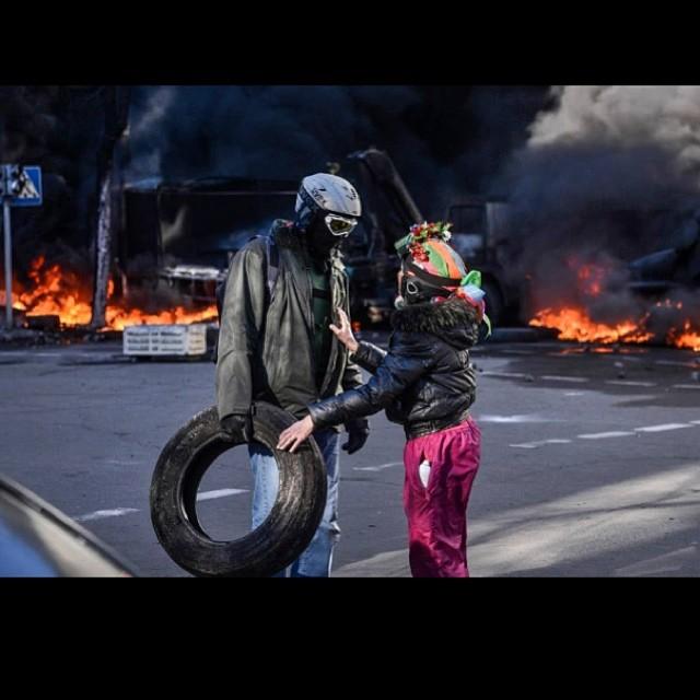 Что говорят звезды о событиях в Украине: обзор аккаунтов - фото №4