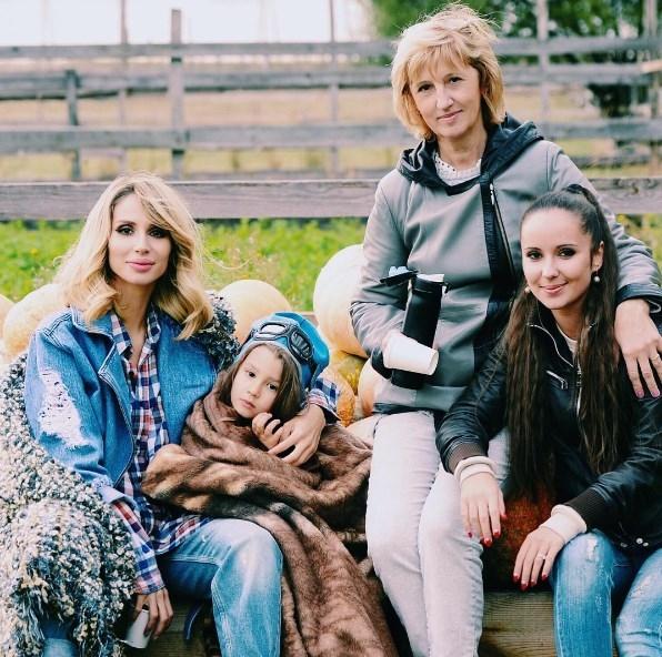 LOBODA поделилась семейным ФОТО: в кадре мама, сестра и дочь певицы - фото №1