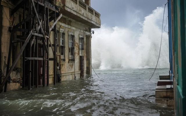 Ужасающий ураган Ирма: убытки и обвал акций страховых компаний (ФОТО) - фото №2