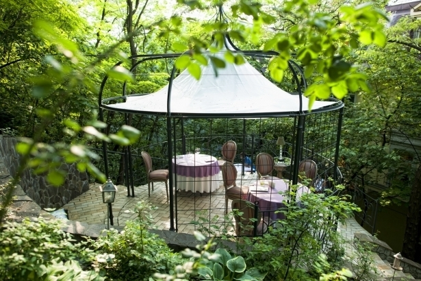Топ-10 лучших ресторанов и кафе с летними террасами в Киеве - фото №4