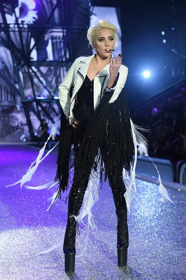 Шоу Victoria's Secret 2016 в Париже: свежие новости, фотографии моделей и видео с места событий (обновляется) - фото №2