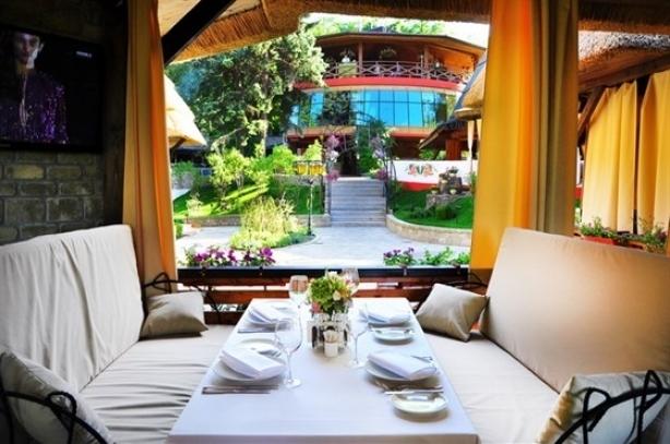 Топ-10 лучших ресторанов и кафе с летними террасами в Киеве - фото №8