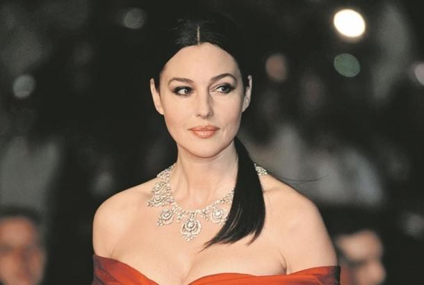 Моника Белуччи рассказала о красоте в 52 года и своих проблемах с мужчинами - фото №2