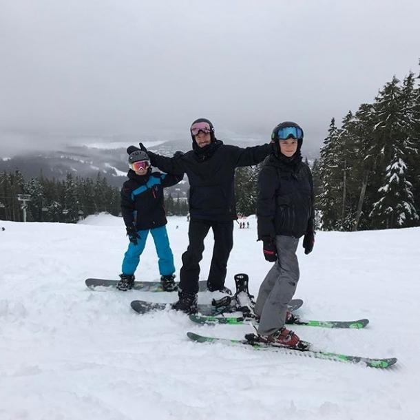 Дэвид Бекхэм лишился зуба во время катания на лыжах (ФОТО) - фото №1