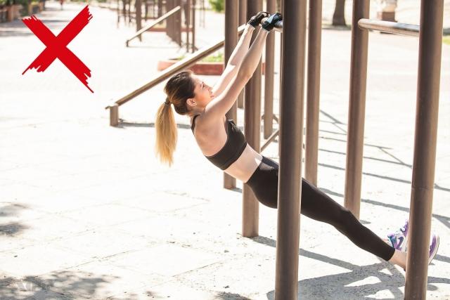Тренер говорит: комплексная тренировка с подтягиваниями для верхней части тела (качаем мышцы рук, плечей, спины) - фото №3
