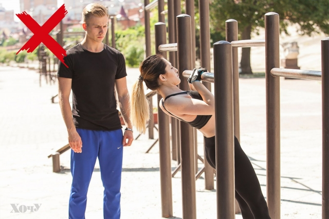 Тренер говорит: комплексная тренировка с подтягиваниями для верхней части тела (качаем мышцы рук, плечей, спины) - фото №5