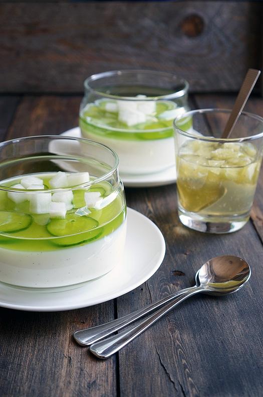 Йогуртово-огуречное желе с лаймовым соусом