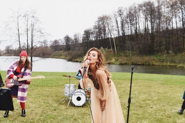 Телепутешественница Регина Тодоренко презентует клип «FIRE» и новый альбом (ПРЕМЬЕРА, ВИДЕО) - фото №1
