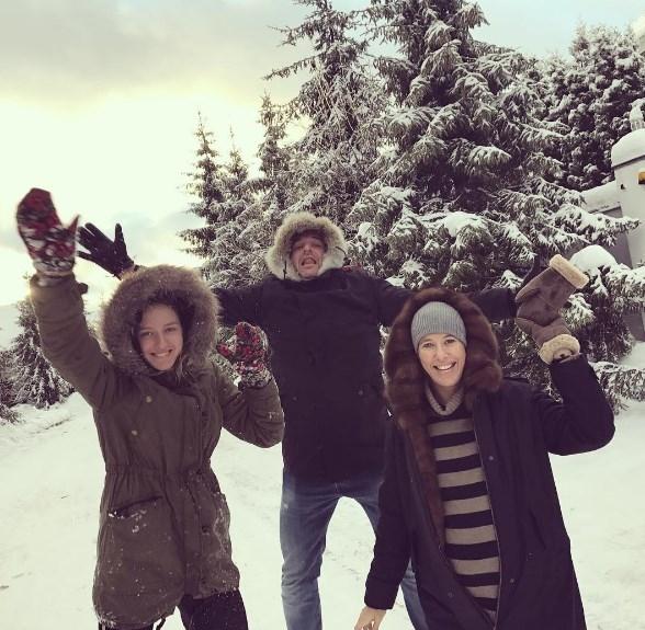 Беременная Ксения Собчак с мужем радуется снегу (ФОТО) - фото №1