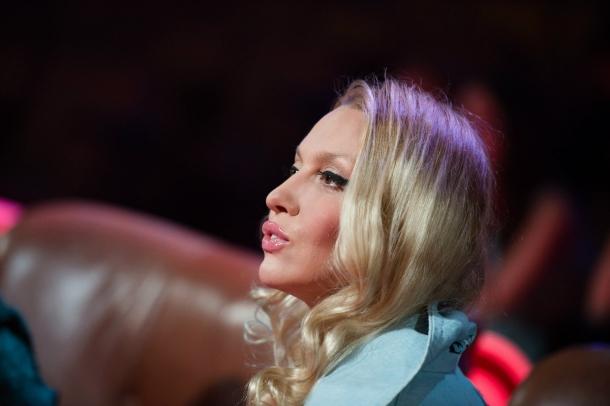 Оля Полякова обнажилась и приняла ванну в прямом эфире (ВИДЕО) - фото №1