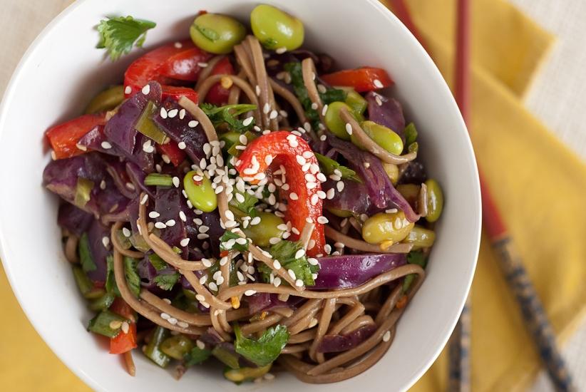Рецепт вегетарианского салата с лапшой соба