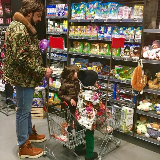 Филипп Киркоров сводил детей на шопинг: без охраны и дорогих подарков (ФОТО) - фото №1
