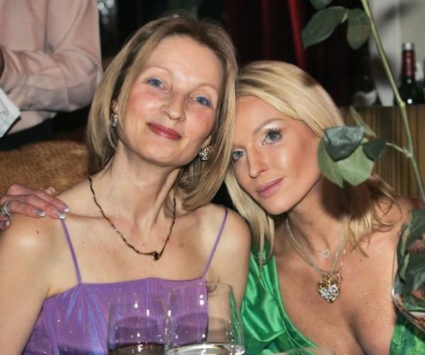 Анастасия Волочкова опубликовала архивное ВИДЕО в честь дня рождения матери - фото №1