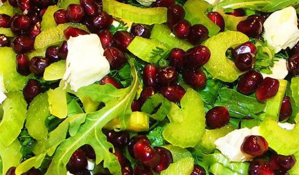 Рецепт весеннего салата с гранатом - фото №1