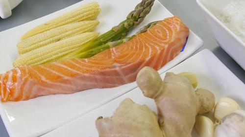 """Рецепт соуса """"Терияки"""" с лососем и овощами на пару. Видео - фото №1"""