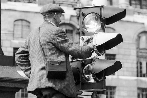 Google посвятил дудл светофору: история одного выдающегося изобретения - фото №1