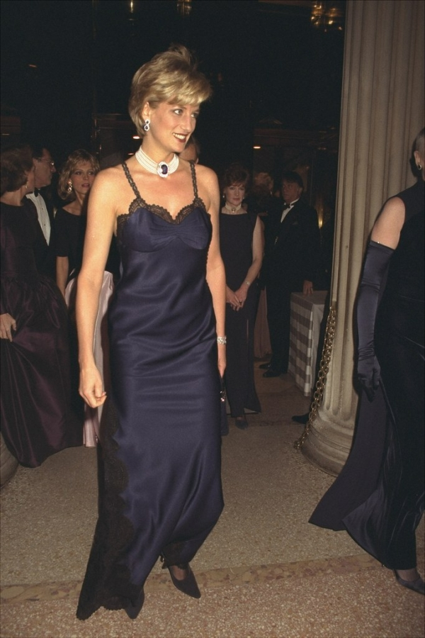 самые скандальные платья met gala фото        принцесса диана met gala 1996 фото