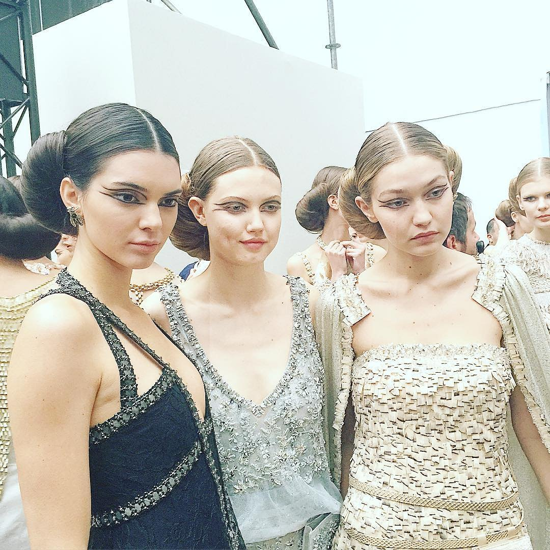 Кендалл Дженнер и Джиджи хадид на шоу Chanel Couture Spring 2016