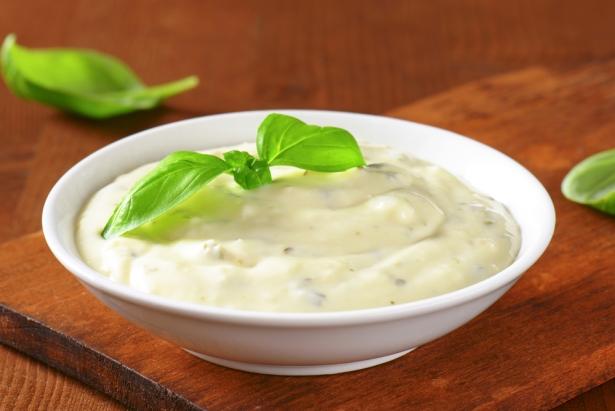 Соус для салата Цезарь: важный компонент, который определяет вкус блюда - фото №2