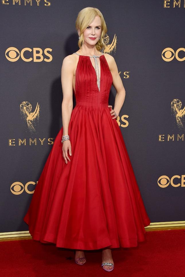 Голосуем! Лучшие образы Emmy 2017: Николь Кидман, Зои Кравиц, Джейн Фонла и другие