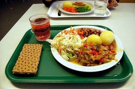 Как выглядит школьный обед в разных странах мира? - фото №2