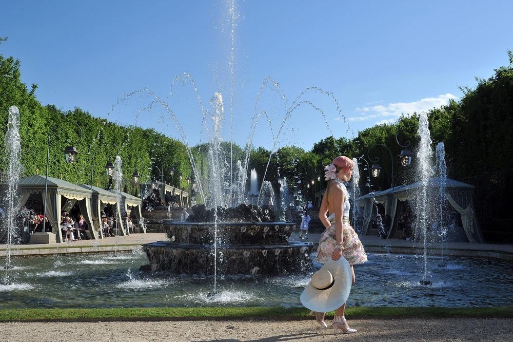 Chanel представил круизную коллекцию в Версале - фото №10