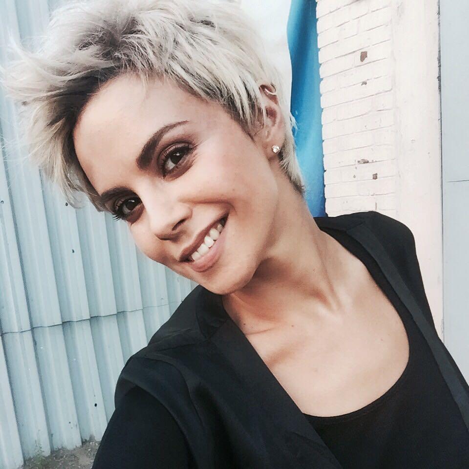Как Настя Каменских подстриглась и стала блондинкой, озадачив поклонников - фото №1