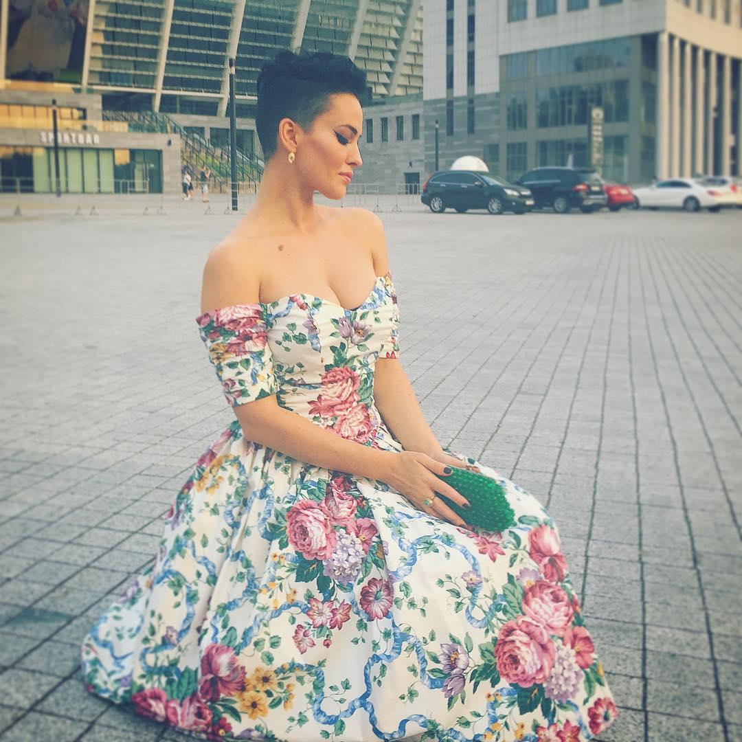 Винтажный шик: Даша Астафьева в платье 67-го года - фото №2