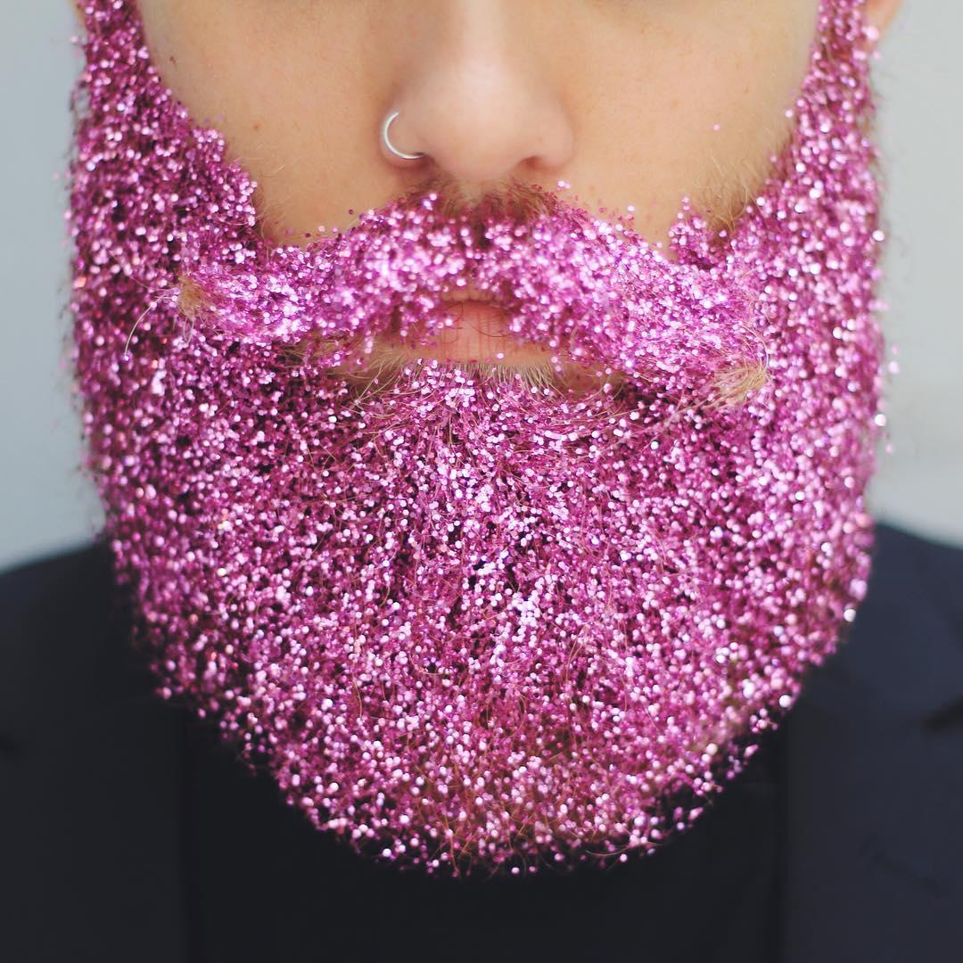 Блестки в бороду: два друга придумывают необычные украшения для своих бород - фото №7