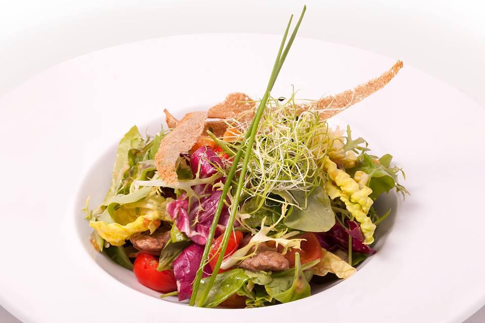 Новые рецепты салатов от столичных ресторанов - фото №1