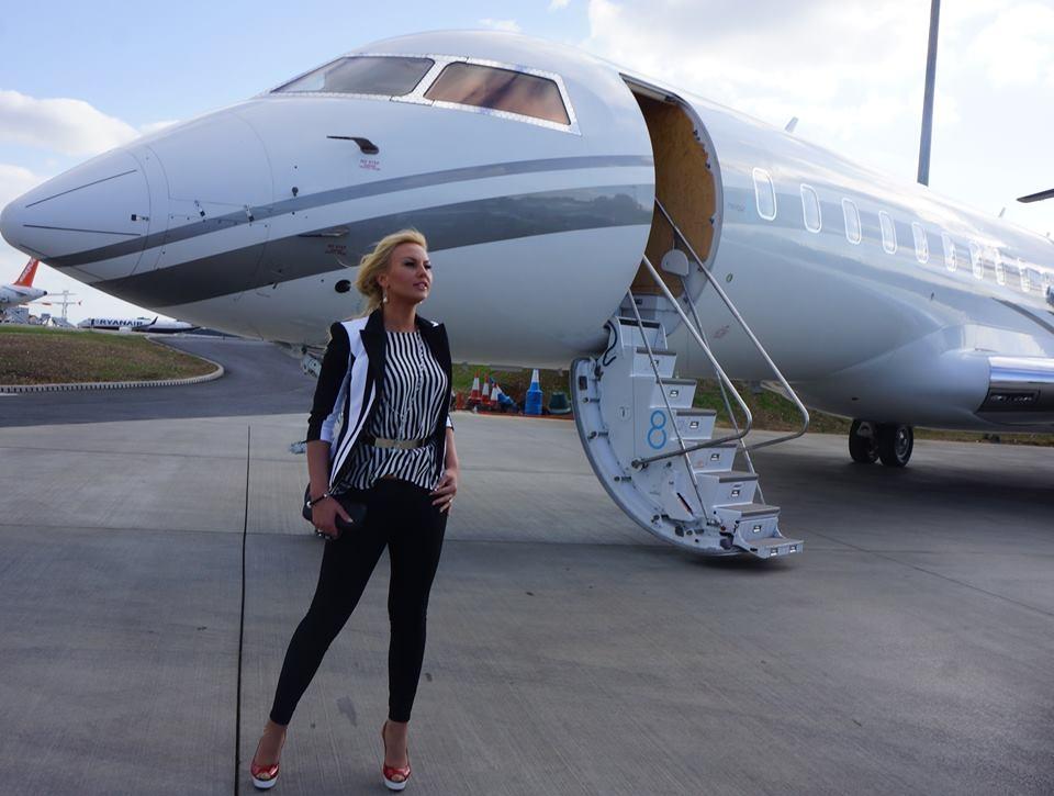 Как это – быть богатым: жизнь Камалии Захур (ванны из шампанского, частные самолеты, гардероб и штат прислуги) - фото №10