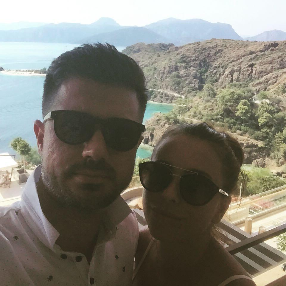Как отдыхают звезды: Ани Лорак любуется видом на турецкую бухту - фото №1