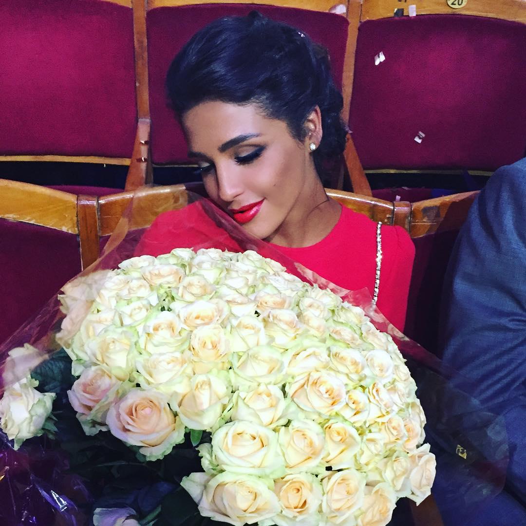 Санта Димопулос в третий раз вышла замуж: кольцо с бриллиантом и секретный супруг - фото №4