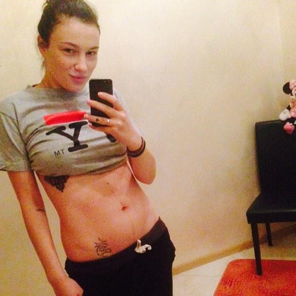 Анастасия Приходько стала мамой во второй раз: певица поделилась своим фото после родов - фото №1