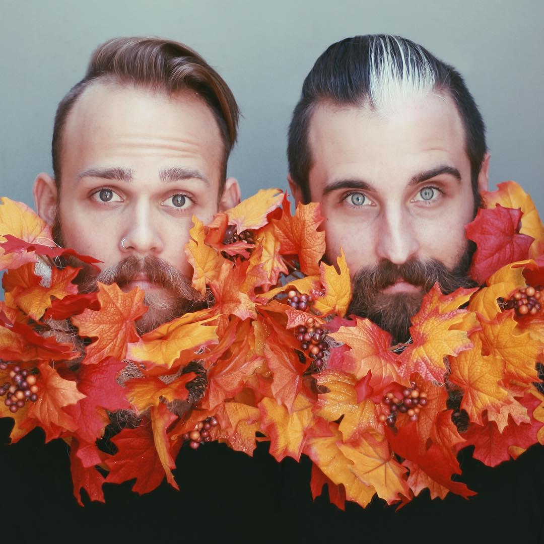Блестки в бороду: два друга придумывают необычные украшения для своих бород - фото №2