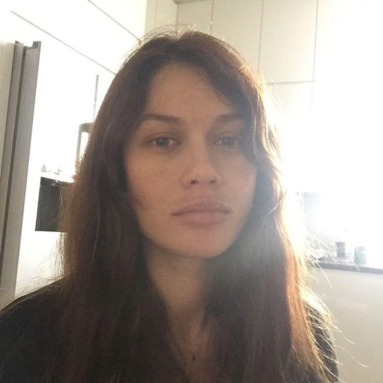 Как все мы: Ольга Куриленко показала фото без макияжа - фото №1