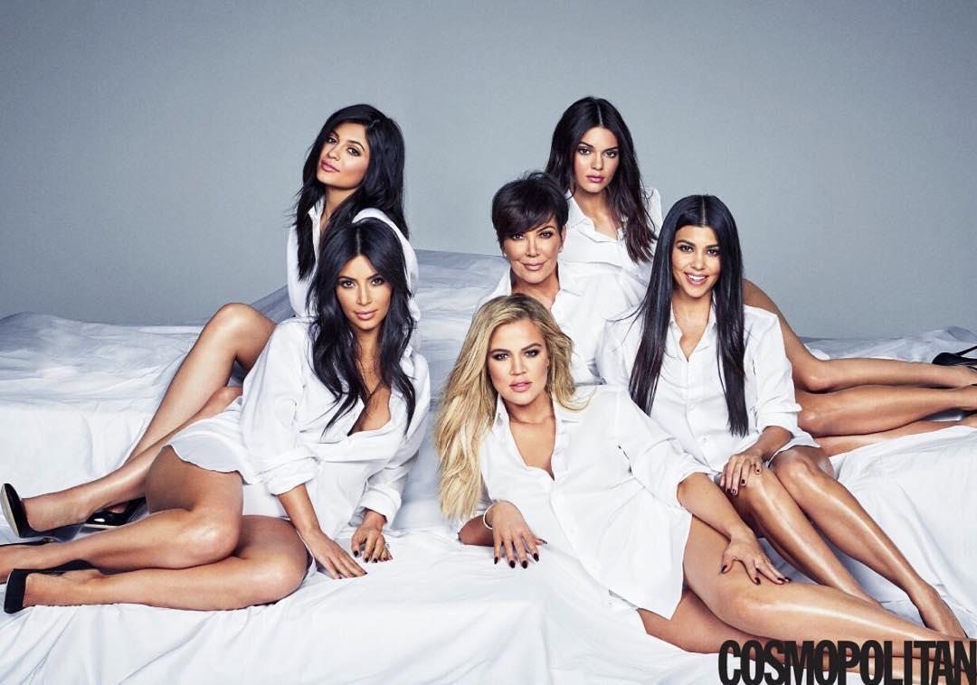 Сестры Кардашьян с мамой на обложке Cosmopolitan