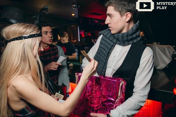 Как редакция ХОЧУ.ua ходила в кабаре: бородатая монашка научила воровку танцевать - фото №8