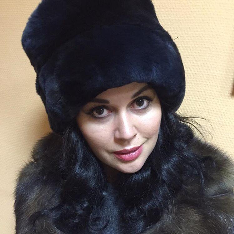 Звездный face-контроль: Анна Седокова, Полина Гагарина и Виктория Боня - фото №2
