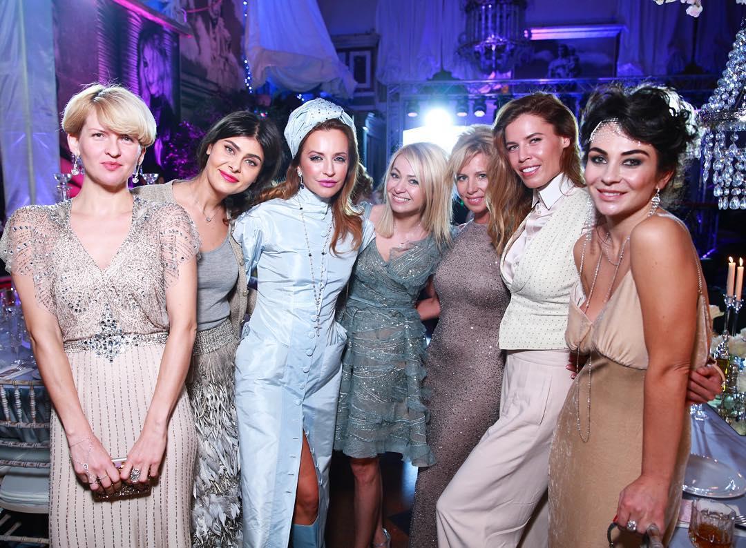 Рудковская с подругами