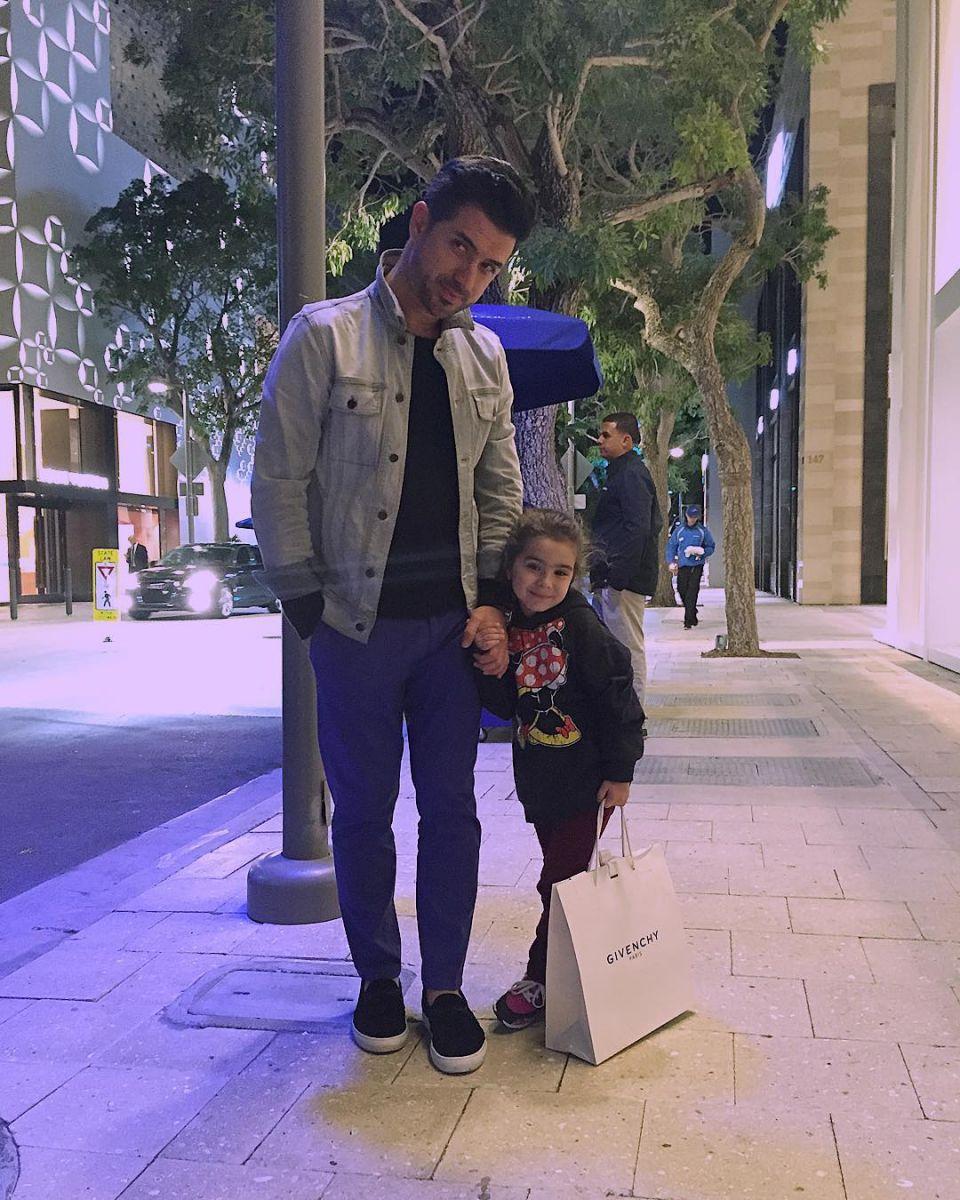 Муж Лорак с дочкой Софией