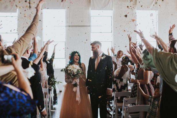 Парализованная невеста на свадебной церемонии встала с коляски и станцевала с женихом: намного больше, чем просто история о чуде - фото №2