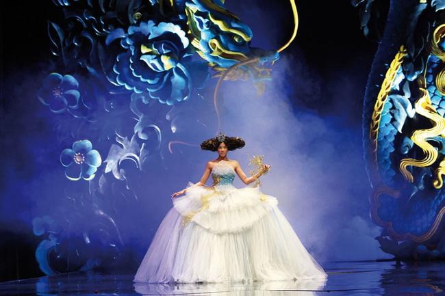 Made in China: кто создал платье Рианны для Met Gala 2015